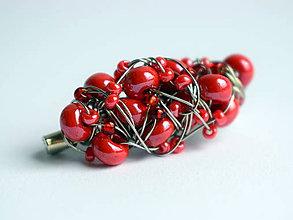 Brošne - Brošňa s červenými korálkami - 11552047_