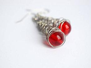 Náušnice - Náušničky s červenými korálkami II. - 11552208_