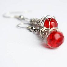 Náušnice - Náušničky s brúsenými červenými korálkami - 11554454_