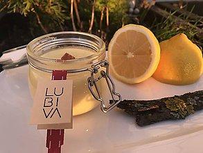 Svietidlá a sviečky - Sójová sviečka s citrónovým esenciálnym olejom - 11555316_