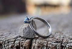 Prstene - Ako požiadať (modrookú) divožienku o ruku - 11556506_