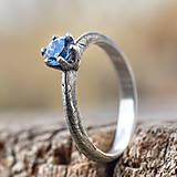 Prstene - Ako požiadať (modrookú) divožienku o ruku - 11556509_