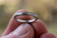 Prstene - Ako požiadať (modrookú) divožienku o ruku - 11556513_