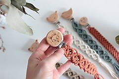 makramé držiak na cumlík  (natural klip líška s oranžovou šnúrkou, vzor na fotke)