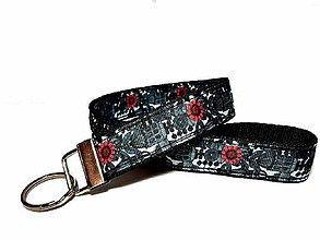 Kľúčenky - Kľúčenka  Red Flower - 11555723_