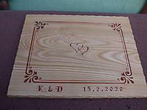 Pomôcky - Drevená podložka s dobovou rezbou a textom, čerešňa - svadobná - 11561170_