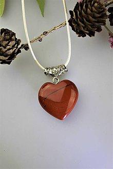 Náhrdelníky - jaspisový prívesok srdiečko - daruj na Valentína - 11561082_