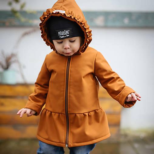 Detská softshell bunda s volánmi - caramel