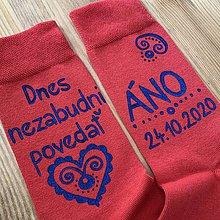 Obuv - Maľované ponožky pre ženícha (Červené s modrou maľbou nad členkom) - 11563260_