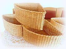 Košíky - Košík rohový v prírodnej hnedej farbe - 11563860_