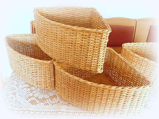 Košík rohový v prírodnej hnedej farbe