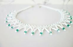 Náhrdelníky - Bielo - zelený náhrdelník - 11566109_