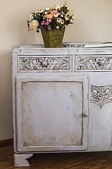 Nábytok - Komoda s vyrezávanými kvetmi - 11567903_