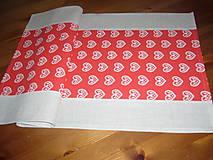 Úžitkový textil - Obrus sliepočky v srdiečku 69x37 - 11566781_