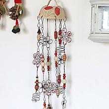 Dekorácie - rozkvitnutá zvonkohra s drevenými korálikmi - 11569215_