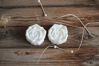 Svietidlá a sviečky - Dve ruže - sada sviec v darčekovom balení (Biela) - 11572957_