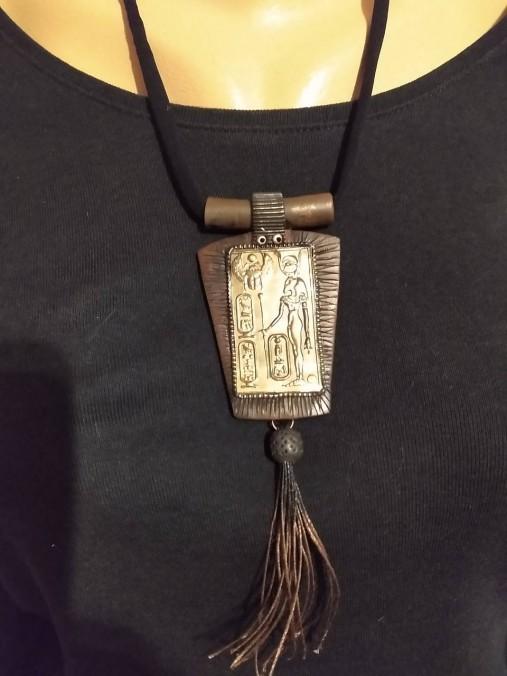 Hnedý náhrdelník