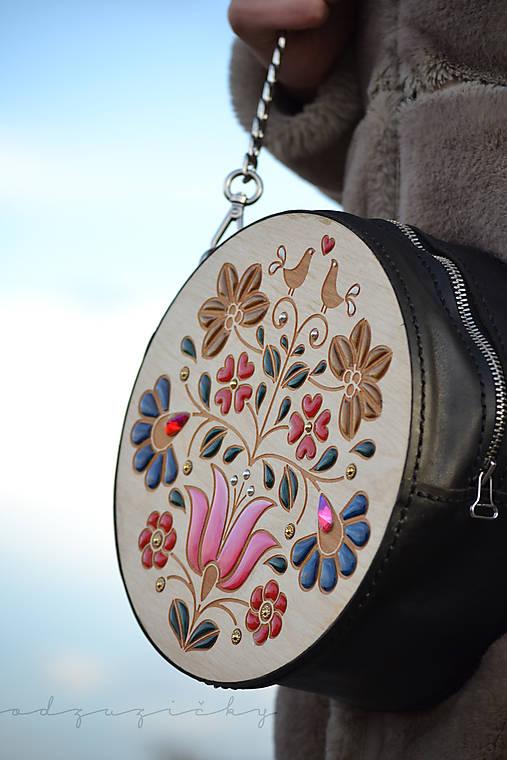 Drevená folk kabelka kožená Dorka Odzuzičky (Čierna)