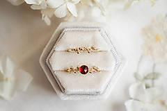 Prstene - Zlatý prsteň s granátom - Bokeh Gold Garnet - 11574385_