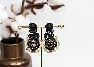 Náušnice - Čierno-zlaté šujtášové náušnice so Swarovski kryštálmi - 11576165_