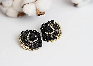 Náušnice - Čierno-zlaté šujtášové náušnice so Swarovski kryštálmi - 11576180_