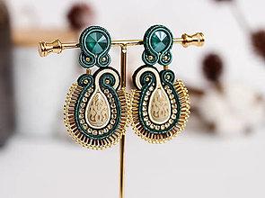 Náušnice - Smaragdovo-béžové šujtášové náušnice so Swarovski kryštálmi - 11576238_