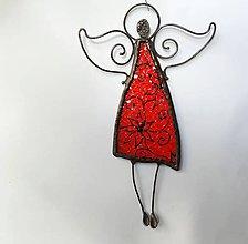 Dekorácie - Vitrážny anjel na stenu - V červených šatoch - 11576215_