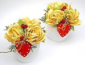 Dekorácie - Saténové ruže so srdiečkom - 11574564_
