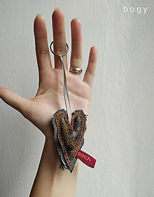 Kľúčenky - srdce na dlani, recy přívěsek na klíček 4 - 11581733_