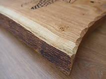 Pomôcky - Rustikálna dubová doska na štýlové servírovanie s rezbou 1 - 11585000_