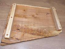Pomôcky - Rustikálna dubová doska na štýlové servírovanie s rezbou 1 - 11585001_