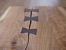 Pomôcky - Rustikálna dubová doska na štýlové servírovanie s rezbou 1 - 11585008_