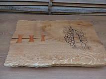 Pomôcky - Rustikálna dubová doska na štýlové servírovanie s rezbou 2 - 11585110_