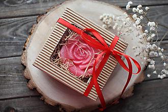 Svietidlá a sviečky - Dve ruže - sada sviec v darčekovom balení (Červená) - 11584745_