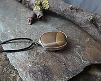 Náhrdelníky - Pokoj - cínovaný prívesok s kameňom - 11586427_