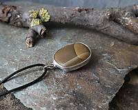 Náhrdelníky - Pokoj - cínovaný prívesok s kameňom - 11586428_