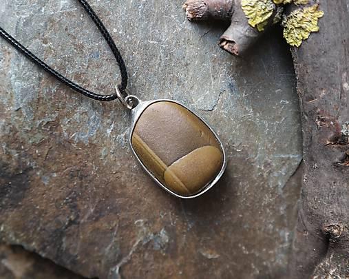 Pokoj - cínovaný prívesok s kameňom