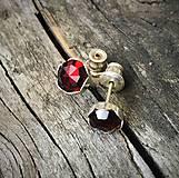 Náušnice - strieborné napichovačky kvietky s granátom Ag 925, 6 mm - 11589088_