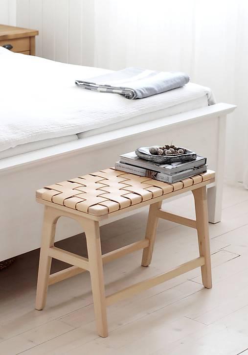 Nábytok - Drevená lavička / stolík s koženými pruhmi NATURAL - 11588346_