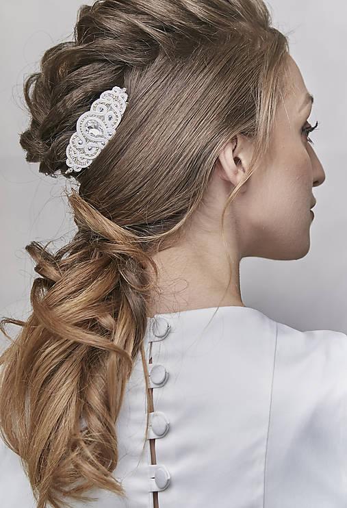 Svadobný šujtášový hrebienok do vlasov Valentína (Biela)
