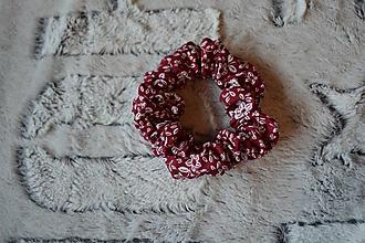 Ozdoby do vlasov - Kvietkovaná scrunchies - 11590391_