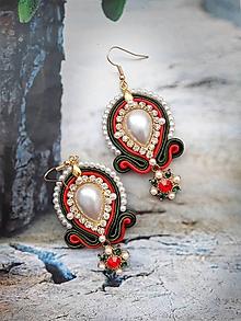 Náušnice - perlové zeleno červené náušničky - 11593574_