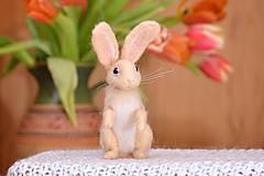 Dekorácie - Malý králiček z plsti, polohovateľný - 11590856_
