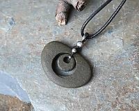 Náhrdelníky - Kruhy - cínovaný kamenný prívesok - 11592015_