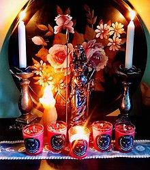 Svietidlá a sviečky - MAGICKÁ BYLINKOVÁ SVIEČKA - BOHYŇA FREYA - 11592387_
