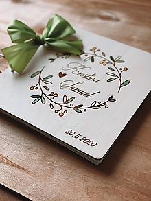 Papiernictvo - Svadobná kniha hostí, drevený fotoalbum - Venček zelený - 11595044_