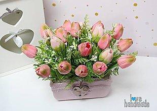 Dekorácie - Tulipánový aranžmán v keramickej nádobe - 11595789_