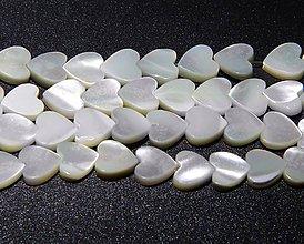 Korálky - Perleťová korálka srdiečko - 11597325_