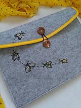 Motýle noci (ručne vyšívaná plstená taška)