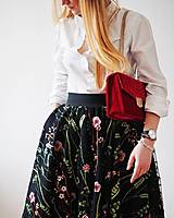 Kvetinová sukňa štvorcová